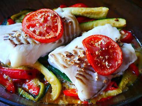 de cuisine facile recette de dos de cabillaud au four sur lit de légumes