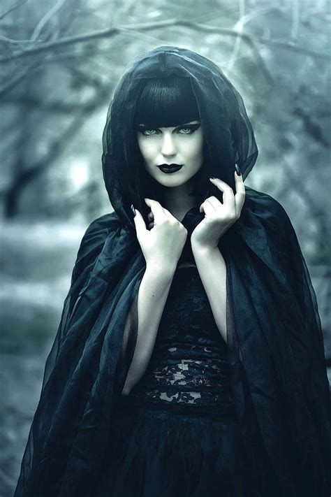 raven witch ʀᴀᴠᴇɴ ᴡɪᴛᴄʜ gothic photography gothic