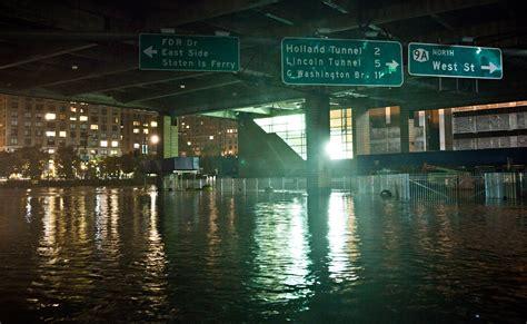 uragano sandy devasta gli usa  morti  milioni