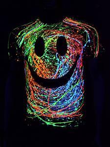 schwarzlicht t shirt neon quot grin unisex black quot