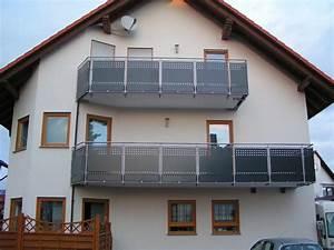 Balkongeländer Glas Anthrazit : balkongel nder aus edelstahl mit f llung aus lochblech in anthrazit gepulvert befestigung von ~ Michelbontemps.com Haus und Dekorationen