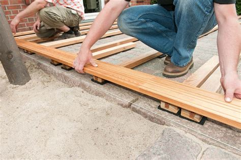 einfache unterkonstruktion holzterrasse terrassendielen unterkonstruktion selber bauen 4 schritt anleitung