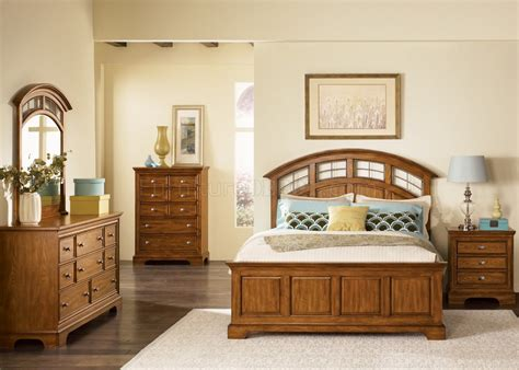 light oak finish traditional bed woptional case goods