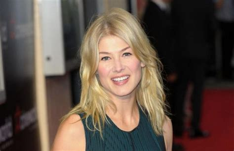 actress from jack reacher 2 david fincher wants rosamund pike for gone girl