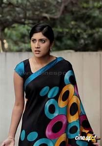 Dhanya Balakrishna in Saree | Veethi