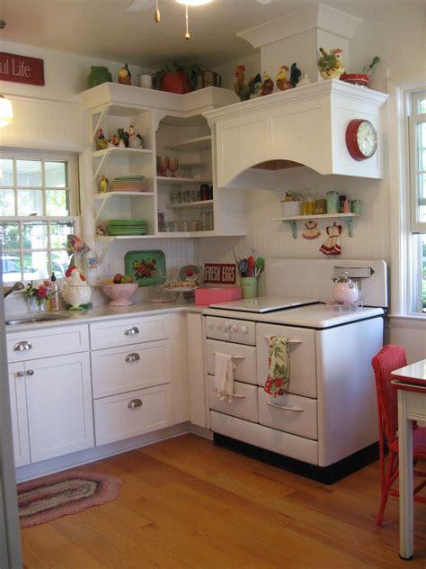 Vintage Style Kitchen Of Linda Hundt, Owner Of Sweetie