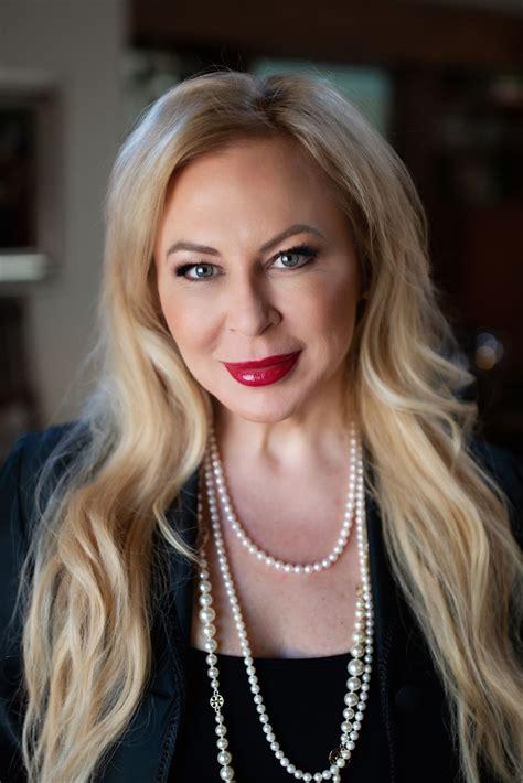 julia agent packer estate banker coldwell
