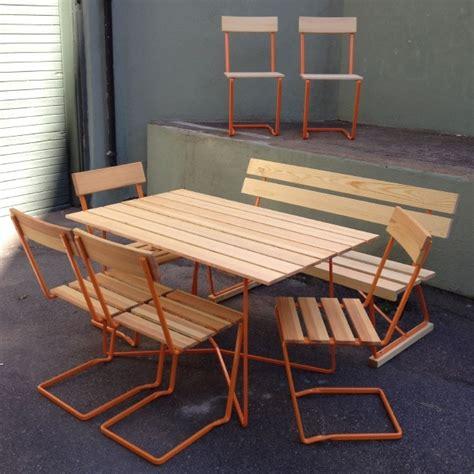 ett set med  st stol   oljad furu och