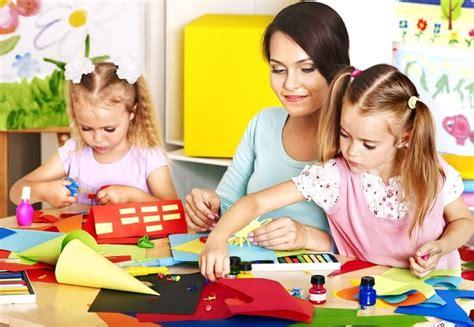 preschool description descriptions hub 327 | teacher with student