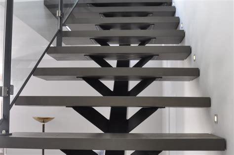 2escalier limon central metal bois munch et foucher portes fen 234 tres escalier portails et