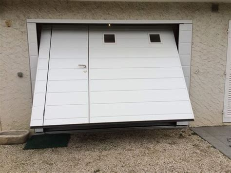 porte de garage isolante porte de garage basculante isolante motoris 233 e moos avec portillon 224 seyssins en is 232 re