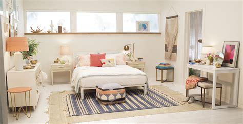 idee decoration chambre adulte id 233 e d 233 co chambre adulte la tenture murale tiss 233 e s empare des murs