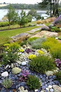 faire un parterre de rocaille fashion designs With superb amenager un jardin en pente 0 1001 idees et conseils pour amenager une rocaille fleurie