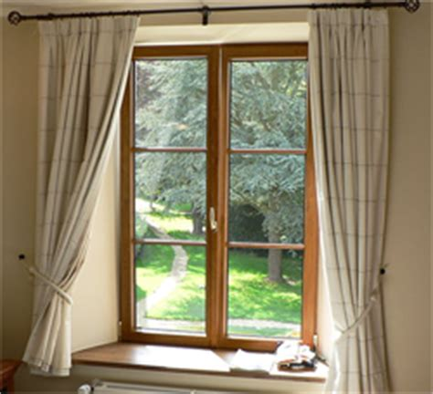difference between drapes and curtains difference between