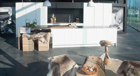 what is a galley kitchen moderne keuken met natuurelementen deze moderne keuken 8938