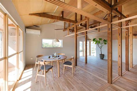 house  pillars camp design archdaily