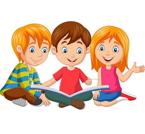 ninos felices de dibujos animados leyendo  libro