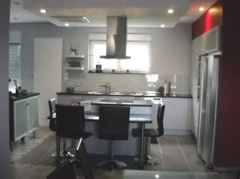 plafond cmu pour 4 personnes cuisine dans le living 2 photos vincentd