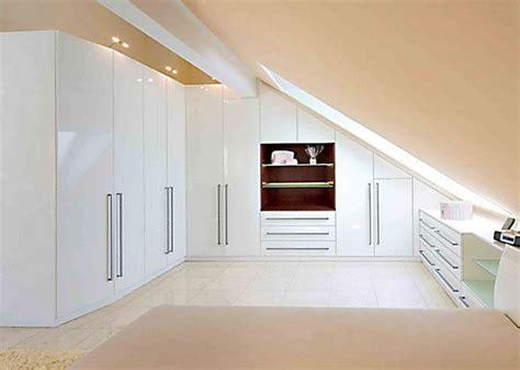 einrichtung schlafzimmer mit dachschraege