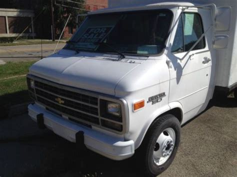 car engine manuals 1993 chevrolet g series g30 parental controls buy used 1993 chevy g30 14 ft box truck in rockford illinois united states for us 3 900 00