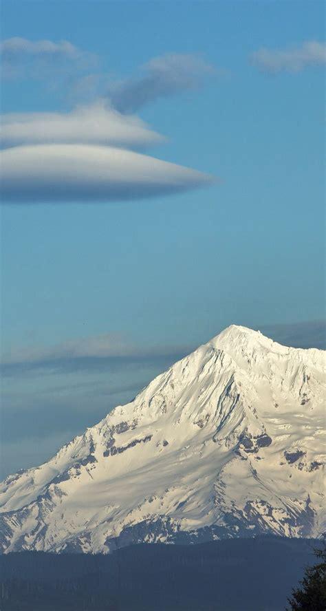 hood mt oregon clouds lenticular boring