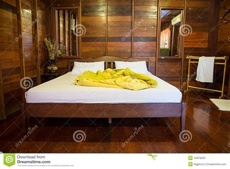 vide chambre vieille chambre à coucher vide en bois naturel photo stock