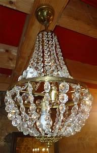 Lustre Pampilles Cristal : lustre montgolfiere ancien avec pampilles de cristal ~ Teatrodelosmanantiales.com Idées de Décoration