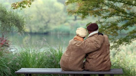 Wenn Die Elektroinstallation In Die Jahre Kommt by Wenn Die Liebe In Die Jahre Kommt Im Alter Ist Kuscheln