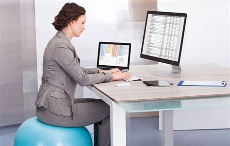 ballon bureau 10 exercices à faire au bureau pour rester en forme