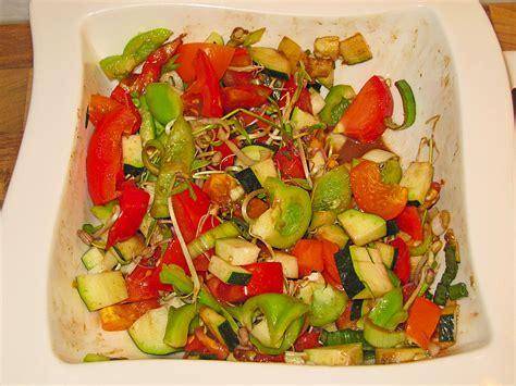 zucchini tomaten salat zucchini tomaten paprika salat pasiflora chefkoch de