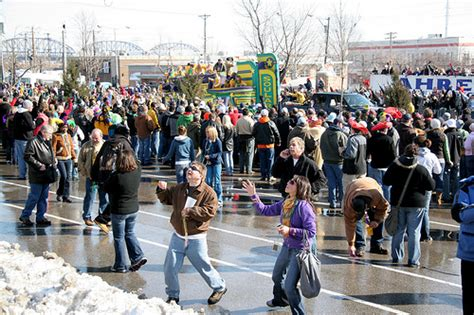 Bus To Beads! Take Metro Shuttle To Mardi Gras