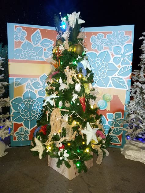 disney springs christmas tree trail  fun