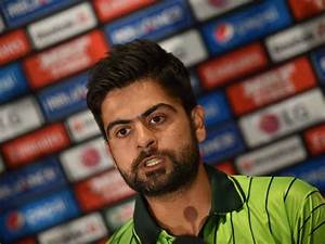 Woman Proposes Pakistani Cricketer Ahmad Shahzad In Zara ...