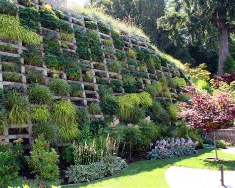 Pflanzen Für Hangbefestigung by 84 Ideen F 252 R St 252 Tzmauer Im Garten Bauen Hangsicherung