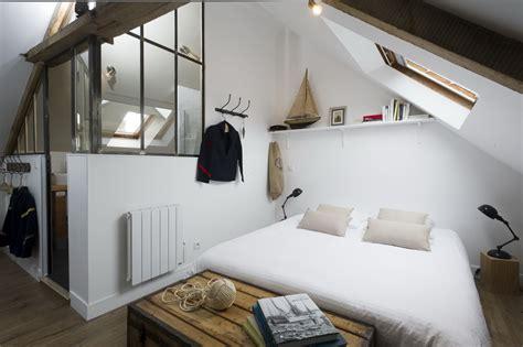 chambre avec poutre chambre mansardee avec poutre solutions pour la
