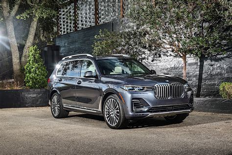 2020 Bmw X7 by 2020 Bmw X7 Shows Up On The Road Photographers Shoot Like