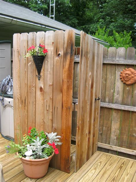 pallets  outdoor bathing shower ideas pallet ideas