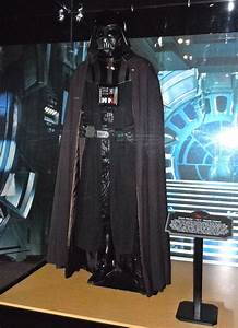 Hollywood Movie Costumes and Props: Iconic Darth Vader ...