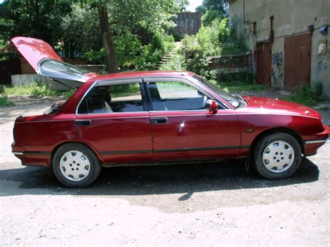 1994 Daihatsu Applause Photos, Informations, Articles