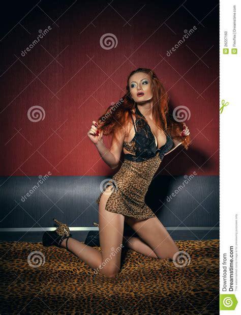 chambre a coucher femme femme dans la chambre à coucher photo