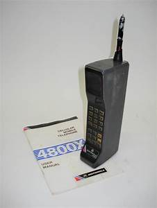 A classic first-generation Motorola 8500X Brick mobile cel