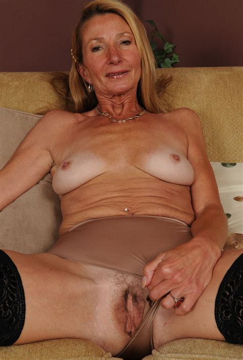 Attractive Horny Milf Exposed Mature Porn Photo