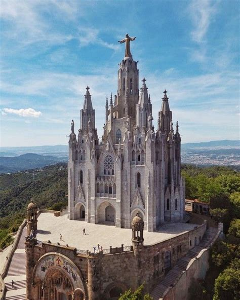 Barcelona City Guide: 23 Places to See in Gaudi's ...