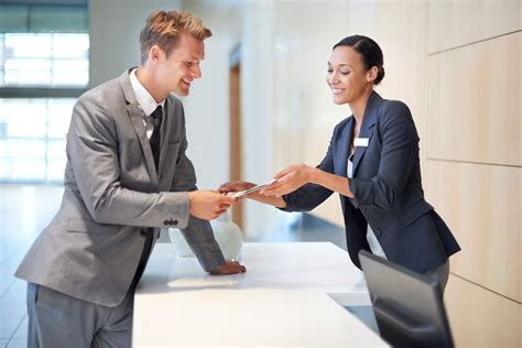 hotel front desk clerk hotel booking secrets you need to know reader 39 s digest