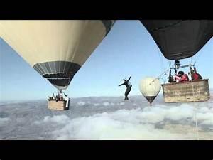 Musique Pub Seat : ils font les funambules entre 2 montgolfi res sans tre attach s ~ Medecine-chirurgie-esthetiques.com Avis de Voitures