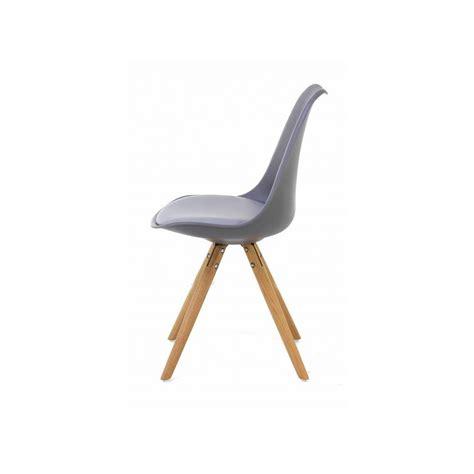 chaise nordique 2 chaises nordiques en plastique et bois grises cross