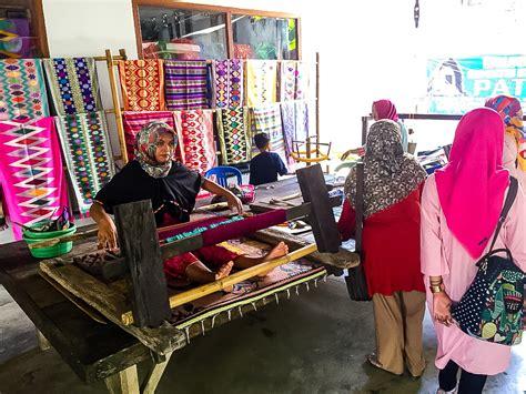lombok sukarara weaving village tily travels