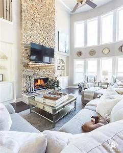 20 living room decorating and color ideas 2018 for Modern curtains for living room 2018