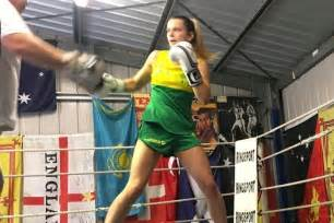 Top stuff thank you !! Female boxer Skye Nicolson sparring with the boys in quest ...