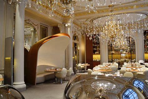 cuisine avec bar plaza athénée hôtel de luxe à